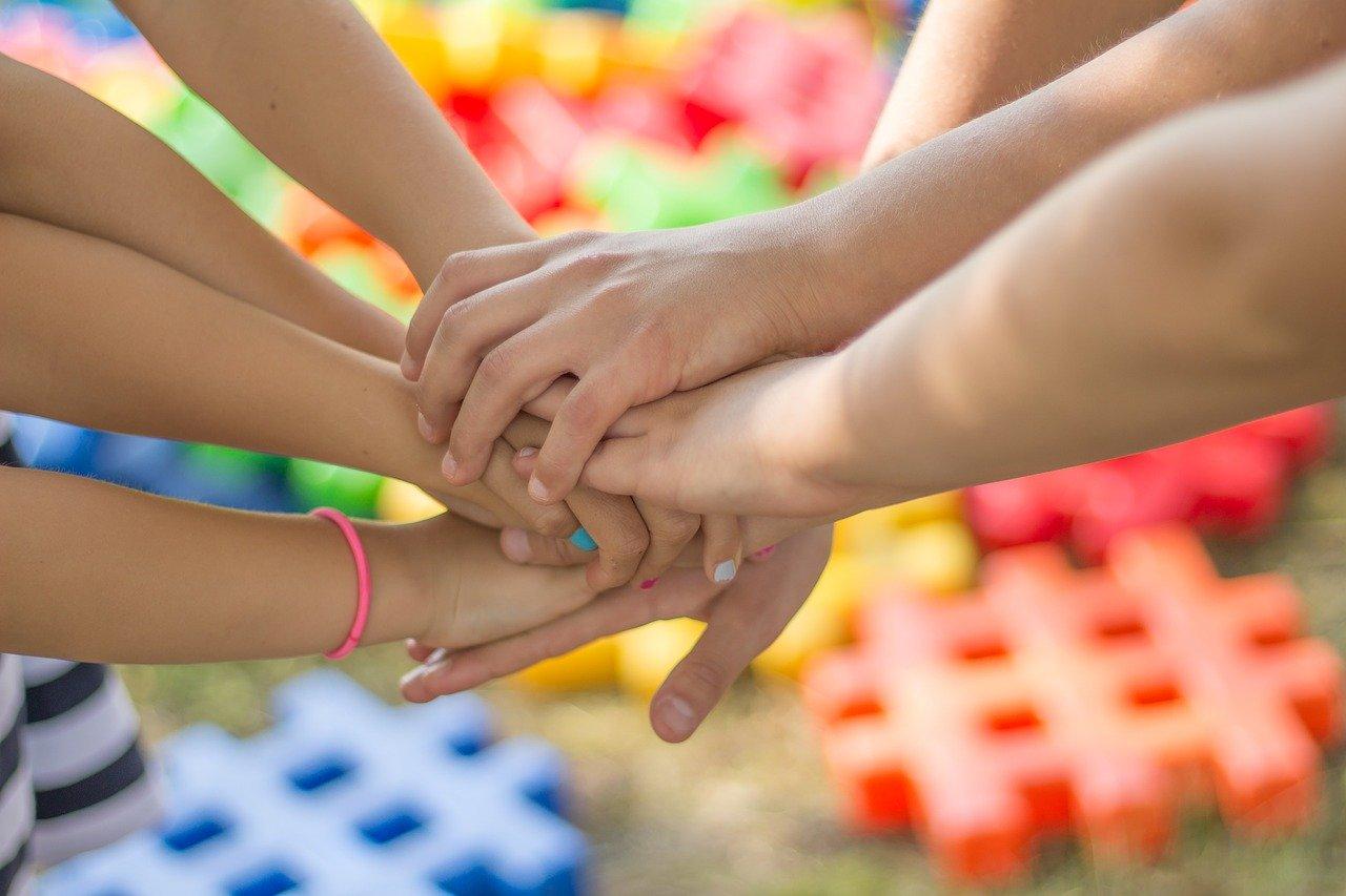 mains enfants amitié